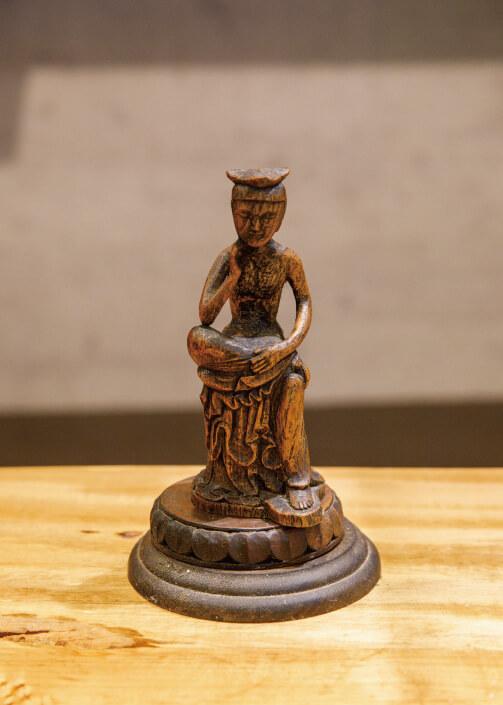 彫刻作品(弥勒菩薩)