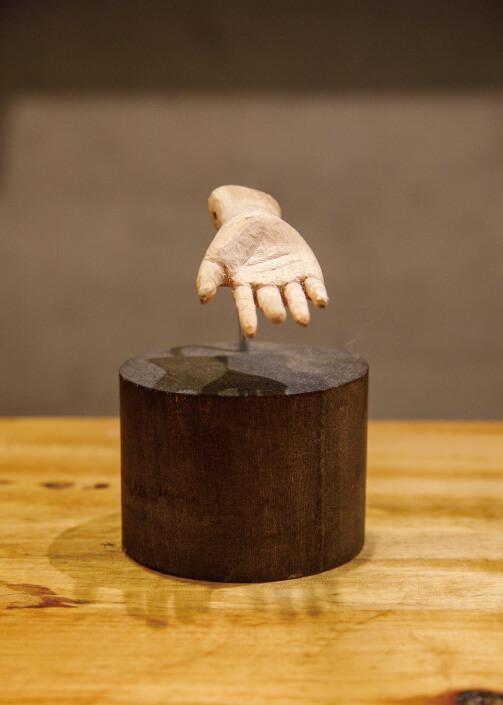 彫刻作品(百済観音の与願の手)